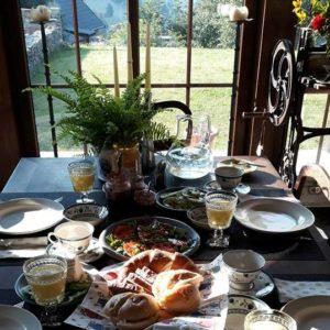 jadalnia z widokiem na góry