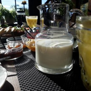 śniadanie w podgórskiej odskoczni